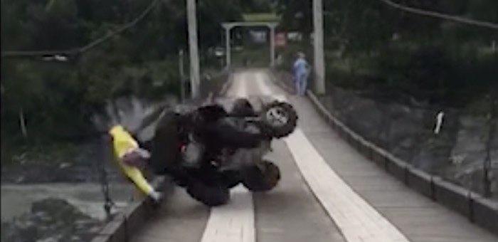 Звезда интернета: как Лёха на квадроцикле прокатился и упал с моста в Катунь