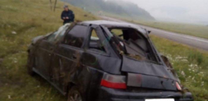 Водитель опрокинул автомобиль в Усть-Коксинском районе и скрылся с места ДТП