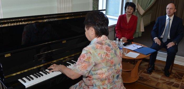Музыкальные школы получили новые пианино