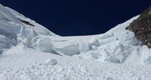 На Алтае группа туристов попала под лавину, один человек погиб