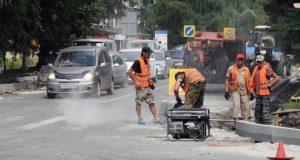 В Горно-Алтайске продолжается ремонт дорог по ул. Ленина и ул. Головина