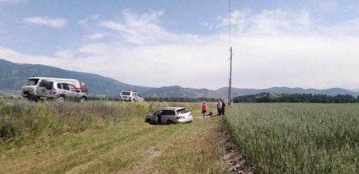 Турист на «Тойоте» перевернулся на трассе между Тюнгуром и Усть-Коксой