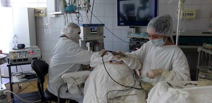 В Горно-Алтайске успешно провели сложную операцию по восстановлению лицевого нерва