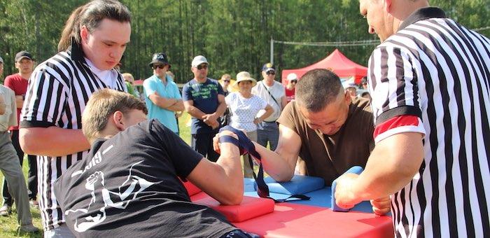Республиканские соревнования по армрестлингу прошли в Усть-Коксе