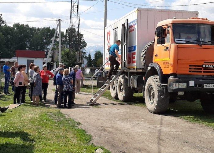 В Усть-Коксинском районе 2,5 тыс. человек сходили на прием к врачам автопоезда «Здоровье»