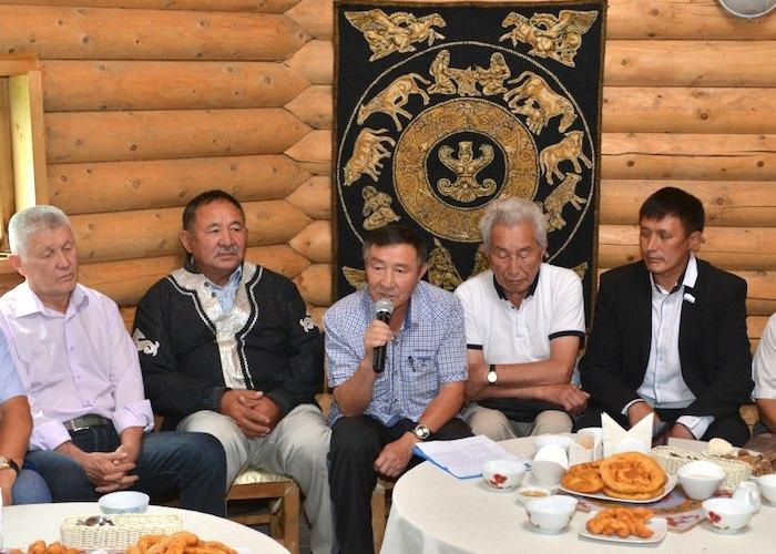 Зайсаны обсудили с Олегом Хорохординым проблемы алтайского народа