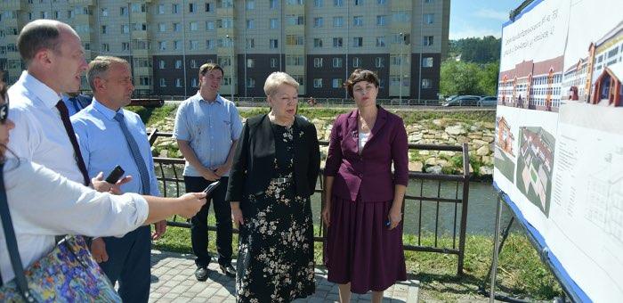 Министр просвещения пообещала помощь в строительстве школы №7
