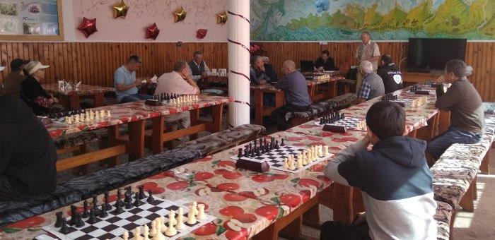 Шахматный турнир-мемориал Владимира Хохолкова прошел на турбазе «Юность»
