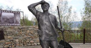 Олег Кожихов раскритиковал памятник строителям Чуйского тракта на Чике-Таманском перевале