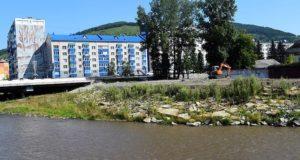 Начались работы по благоустройству набережной реки Майма