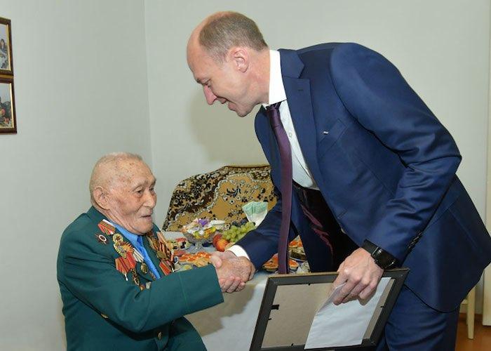 Ветеран войны Николай Янышкин отметил столетний юбилей
