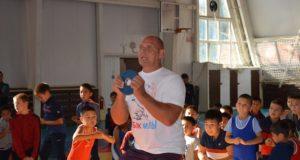 Мастер-класс с Сан Санычем. Карелин провел тренировку для юных онгудайских борцов