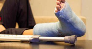 140 тысяч рублей получит горожанка, сломавшая ногу из-за гололедицы