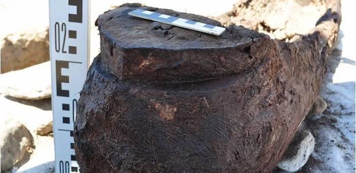 Необычное древнее захоронение в виде лодки нашли археологи в Курайской степи
