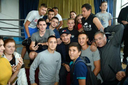 Константин Цзю провел массовую спортивную разминку в Горно-Алтайске