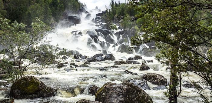 Водопад Учар назван одним из самых красивых в России