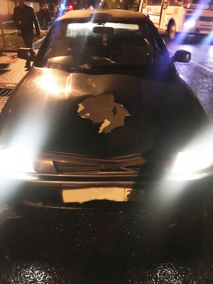Машина в Горно-Алтайске ночью сбила девушку