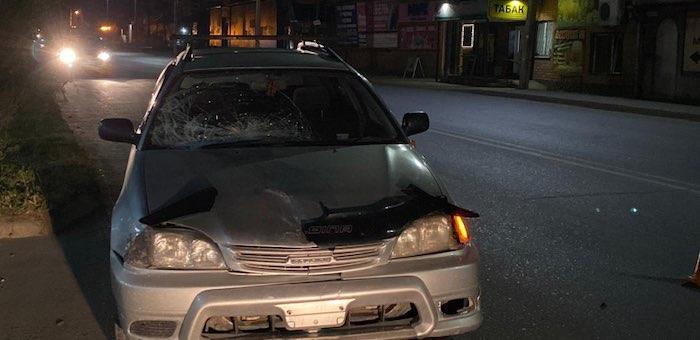 Неудачная попытка перебежать дорогу: 17-летний горожанин попал под машину и в больницу