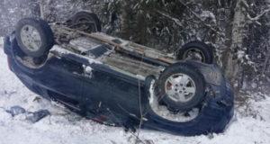 Пожилая пассажирка пострадала в опрокинувшейся машине близ Чои
