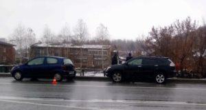 Lexus снес Toyota Vitz, остановившуюся перед пешеходным переходом