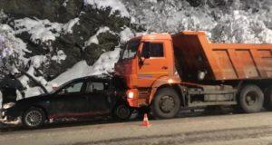 Горожанка на Subaru Impreza столкнулась с грузовиком