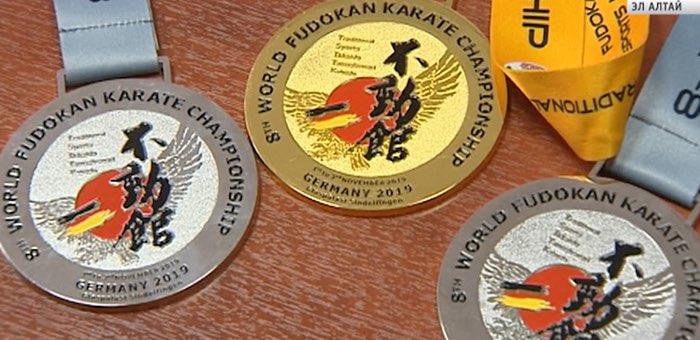 Трое каратистов с Алтая стали призерами чемпионата мира