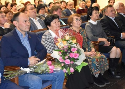 В Горно-Алтайске открылась выставка, посвященная Юрию Антарадонову