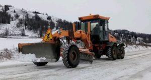 Последствия снегопада ликвидируют в Республике Алтай
