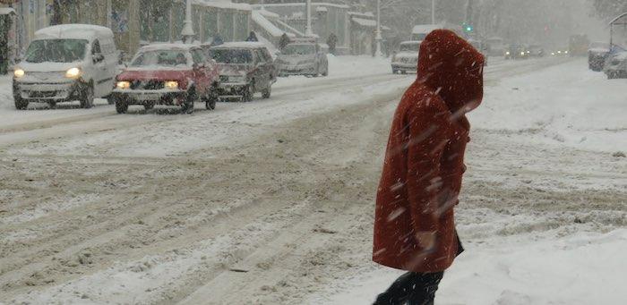 Штормовое предупреждение: усиление ветра, снег, метели