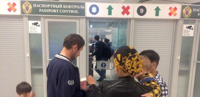 «Приключения» начались уже в аэропорту: из-за долгов женщину перед отпуском разлучили с семьей