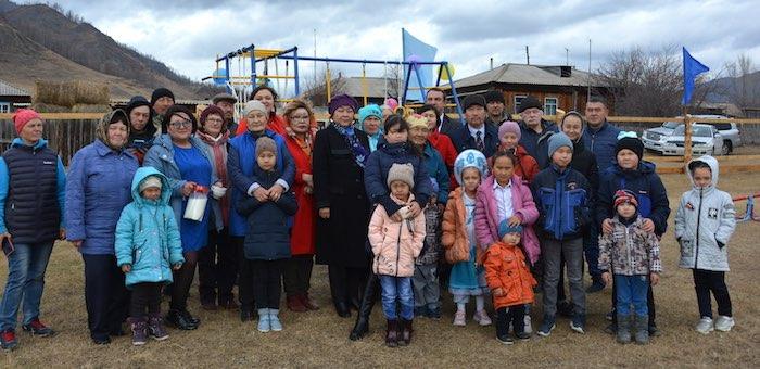 В поселке Нефтебаза открыли детскую площадку