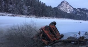 Около турбазы «Катунь» КАМАЗ сорвался в обрыв, водитель госпитализирован