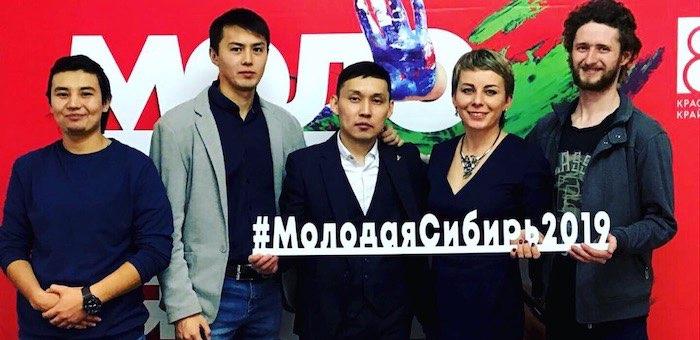 Аржан Ютеев представил свои работы на выставке «Молодая Сибирь»