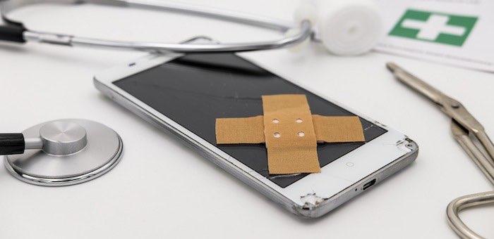 За неисправный смартфон с магазина в пользу покупателя взыскали более 100 тысяч рублей