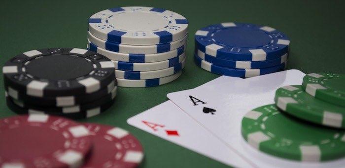 Мошенники обокрали сироту и «спустили» его деньги в казино