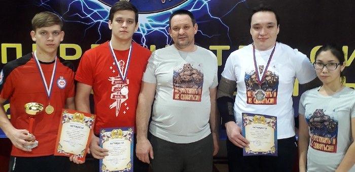 Успехи алтайских спортсменов на чемпионате Сибири и Дальнего Востока по армрестлингу