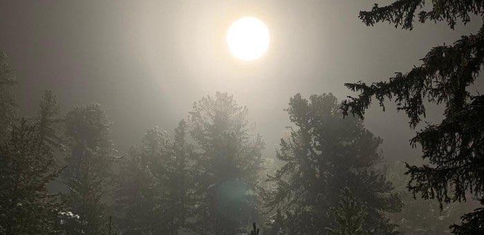 Раскрыта тайна непонятных огней над Семинским перевалом: здесь снимают фильм «Перевал Дятлова»