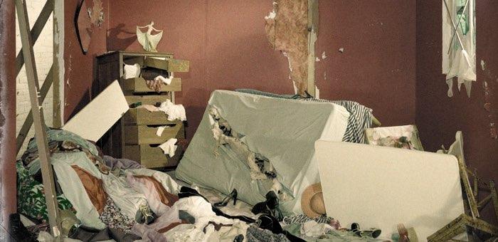 Жители Чемала устроили стрельбу и погром в гостинице
