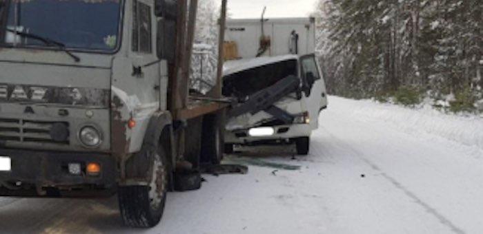 Водитель японского грузовика погиб после столкновения с «КамАЗом»