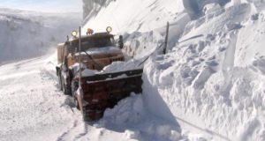 Угроза схода снежных лавин на дороги сохраняется на Алтае