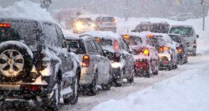 Синоптики прогнозируют сильный снегопад, людей просят соблюдать меры безопасности