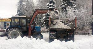 Олег Хорохордин поручил взять в лизинг снегоуборочную технику и убрать сосульки с крыш