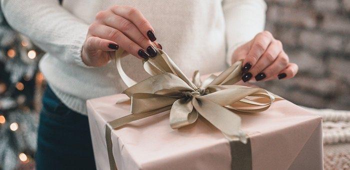 На новогодних посиделках женщина украла у новой знакомой деньги и купила себе дорогие подарки
