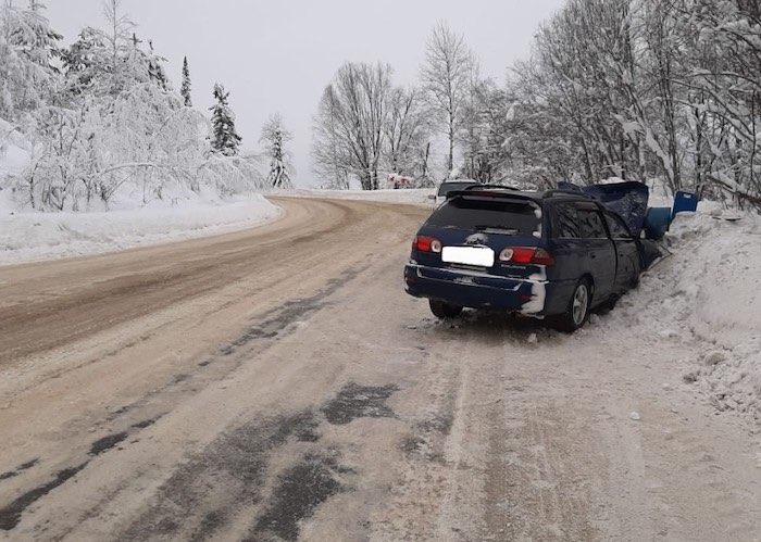 Страшная авария на Телецком тракте: три человека погибли, двое оказались в больнице