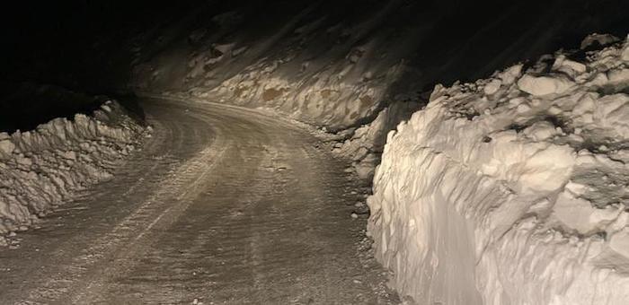 На дороге из Акташа в Улаган сошла снежная лавина