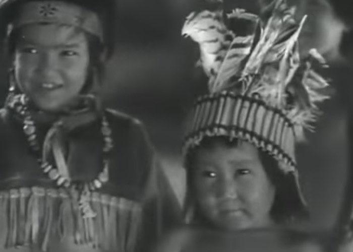 Чемальские дети играют индейцев в фильме режиссера А. Згуриди «Белый клык».