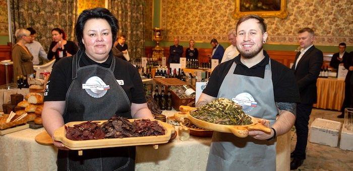 На приеме у Сергея Лаврова иностранные гости попробовали блюда алтайской кухни