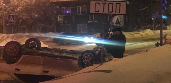 Пьяный горожанин на Toyota Carina врезался в машину туристов из Новосибирска
