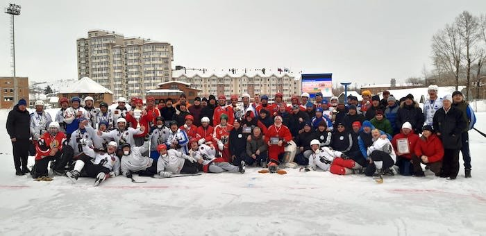 Чемпионат Сибири по хоккею с мячом среди ветеранов прошел в Горно-Алтайске