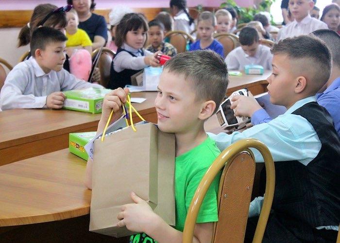 65 сирот получили подарки в ходе рождественской акции